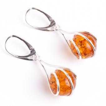 Moderne Ohrringe mit Bernsteinkugeln